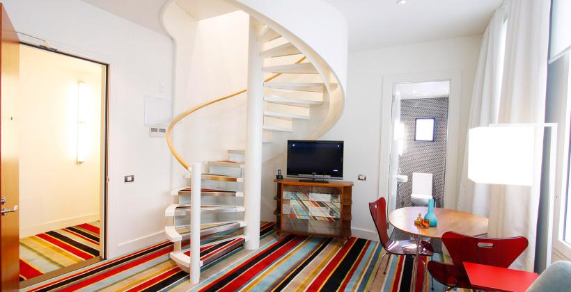 hotel-debrett-loft-suite-spiral-stair-820x420.jpg